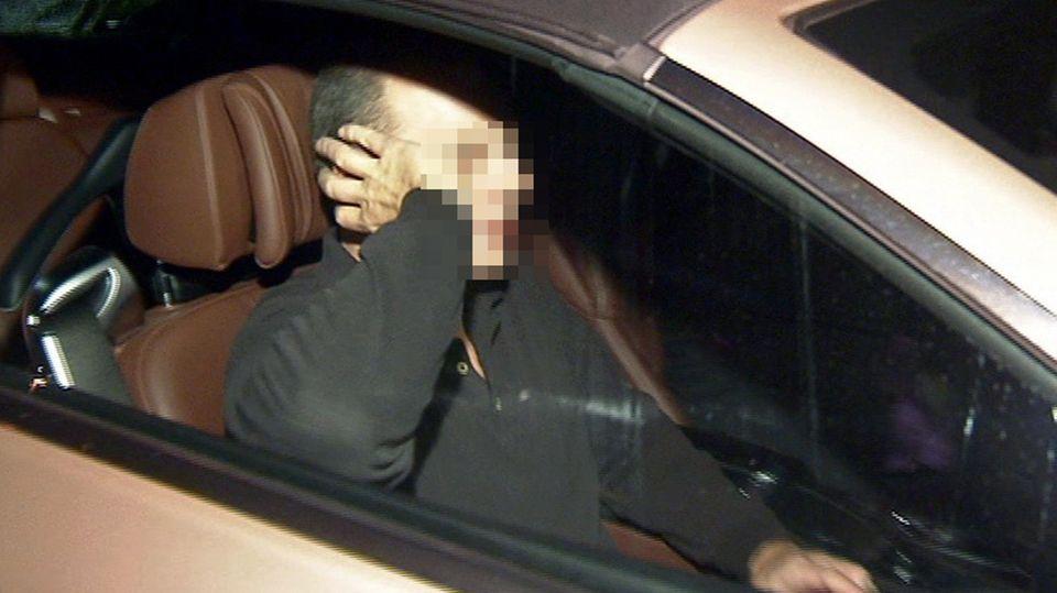 Thomas Drach, verurteilter Reemtsma-Entführer, sitzt Ende 2013 in einem Auto