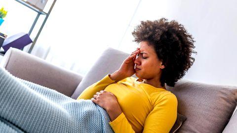 Die Diagnose: Die Psyche sei Ursprung ihrer Kopfschmerzen, heißt es. Bis die Ärzte den wahren Grund finden