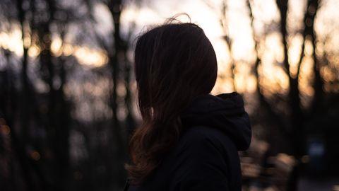 Julia (Name geändert) beim Sonnenuntergang
