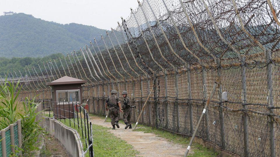 Südkoreanische Soldaten patrouillieren in der entmilitarisierten Zone
