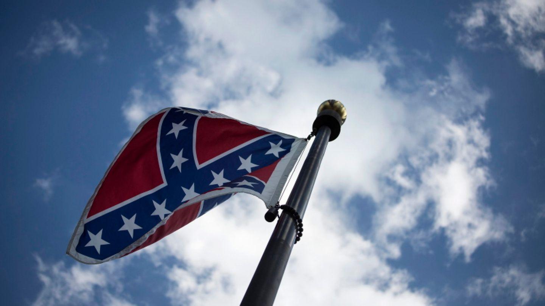 Die Konföderierten-Flagge weht vor dem Gebäude des «South Carolina State House» in Columbia