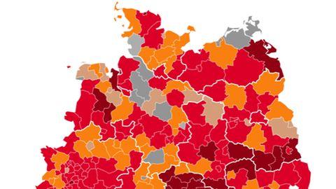 Eine Deutschland-Karte zeigt die Landkreise und ihrer Corona-Lage in unterschiedlich dunklen Rot-Tönen