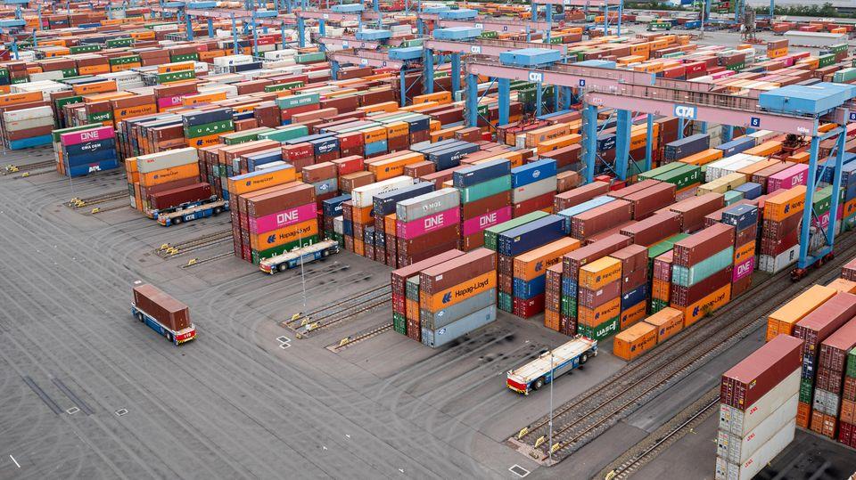 DerContainer Terminal Altenwerder im Hamburger Hafen