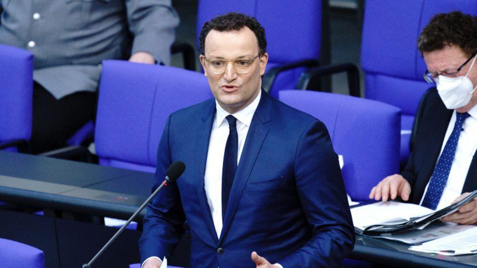 Jens Spahn, Bundesminister für Gesundheit, nimmt an der Sitzung des Bundestags mit der Befragung der Bundesregierung teil