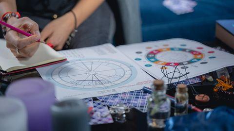 Astrologie : Was können die Sterne? Mein erhellender Versuch mit dem westlichen und dem chinesischen Horoskop