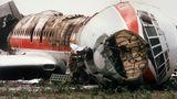 Ein schwarzer Tag für Schönefeld: Am 17. Juni 1989 war eine Iljuschin Il-62 der Interflug beim Start über das Rollfeld hinaus gerast und in Brand geraten. An Bord des Fluges waren 103 Passagiere und 10 Besatzungsmitglieder.