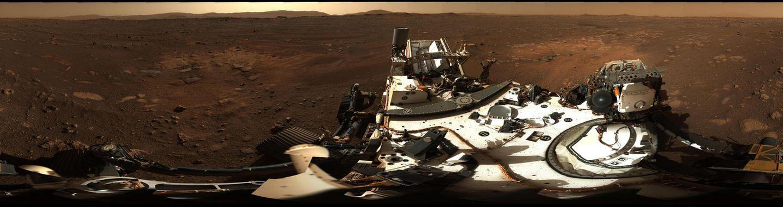 Das Panorama des Mars-Kraters Jezero, Landestelle des Rovers Perseverance