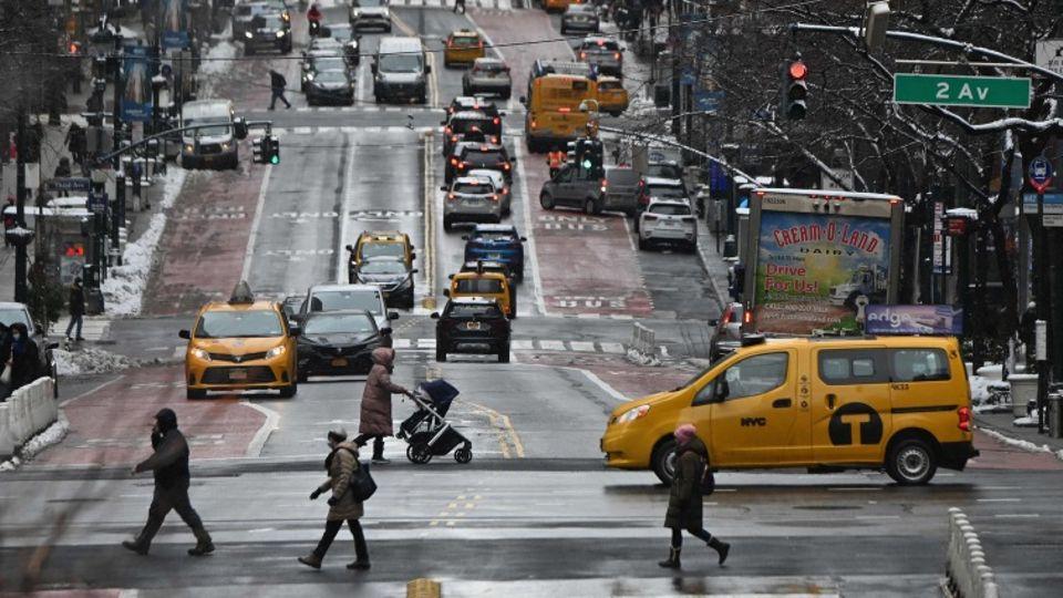 Eine Straßenkreuzung in New York im kalten Februar