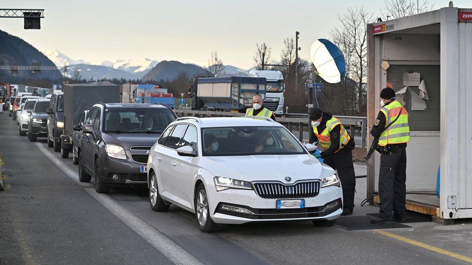 Einreisebeschränkungen: Grenzkontrollen, um das Virus einzudämmen? Funktioniert längst nicht so gut, wie man glaubt