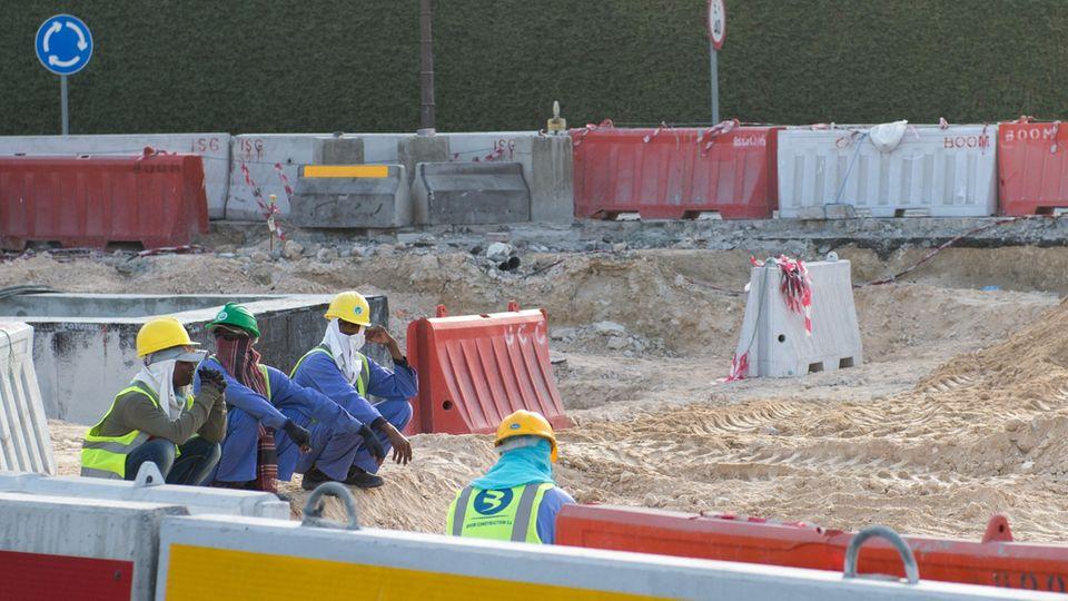 Bauarbeiter 2015 auf einer Baustelle in Doha (Katar)