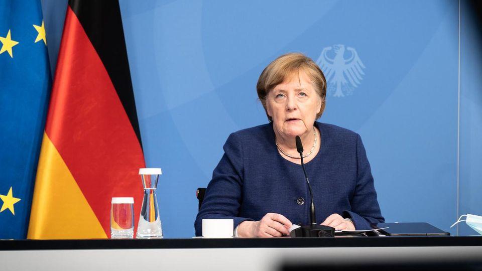 Angela Merkelnimmt per Videoschalte an einem EU-Sondergipfel der Staats- und Regierungschefs zur Corona-Pandemie teil