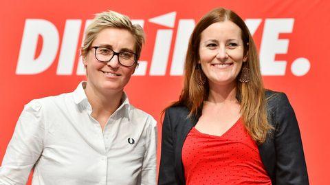 Susanne Hennig-Wellsow (l), Landesvorsitzende von Die Linke Thüringen, und Janine Wissler, stellvertretende Parteivorsitzende der Linken auf Bundesebene
