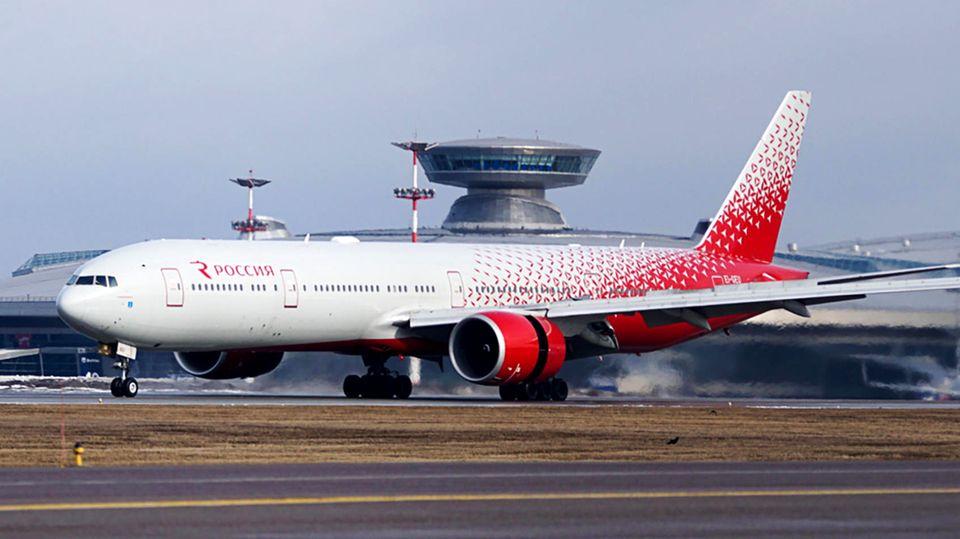 Eine Boieng777-300 der Fluglinie Rossija Airlines