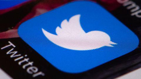 Twitter App auf einem Smartphone-Bildschirm.