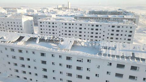 Beeindruckende Drohnenvideos: Ausgestorbene Stadt liegt unter tiefer Eisschicht