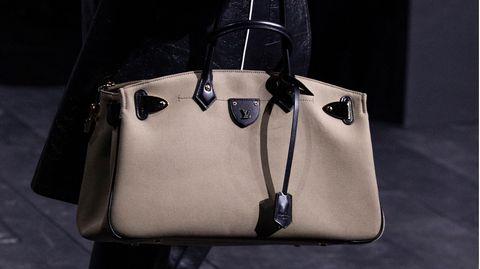 Eine Tasche von Louis Vuitton