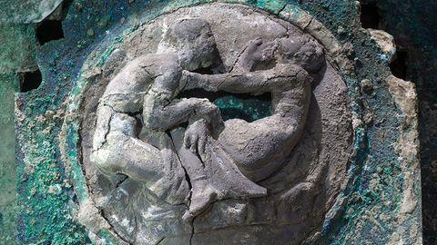 Niemand kann die Römer prüde nennen. Die Sex-Szenen legen die Vermutung nahe, dass es ein Brautwagen gewesen ist.