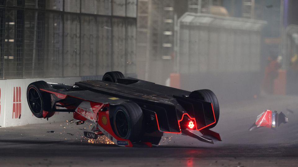 Riad, Saudi-Arabien. Während eines Formel-E-Rennens wird Alex Lynn aus Großbritannien in einen Unfall verwickelt. Anschließend musste er ins Krankenhaus eingeliefert werden.