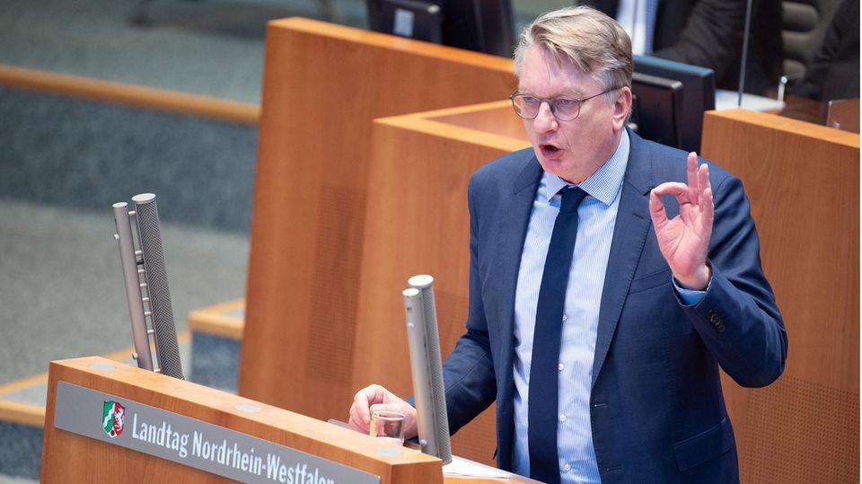 Markus Wagner, AfD-Fraktionsvorsitzender, spricht im Plenum des Landtages