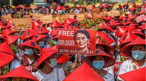 News von heute: Myanmars Regierungschefin Aung San Suu Kyi per Video im Gerichtssaal