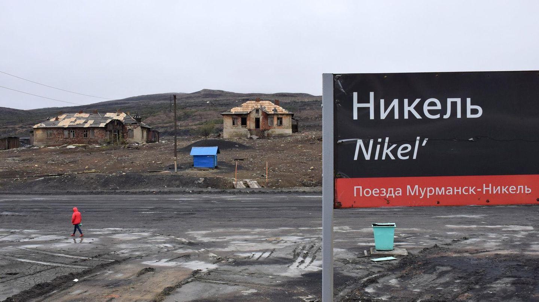 Willkommen am Bahnhof von Nikel: An die 12.000 Menschen leben in der 1935 gegründeten Stadt, die nach den hier ausgebeuteten Nickelerzen benannt wurde.