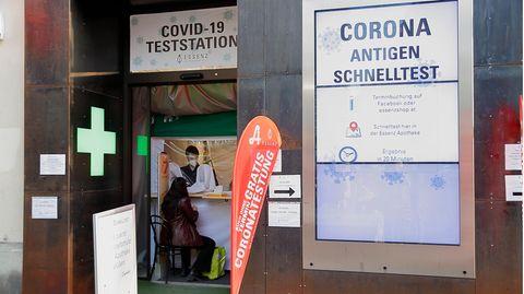 Eine Station für Coronavirus-Schnelltests in Wien, Österreich