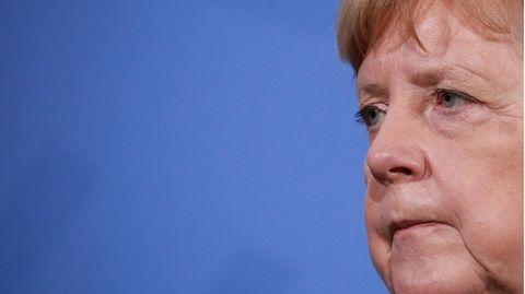 Angela Merkel schaut verärgert