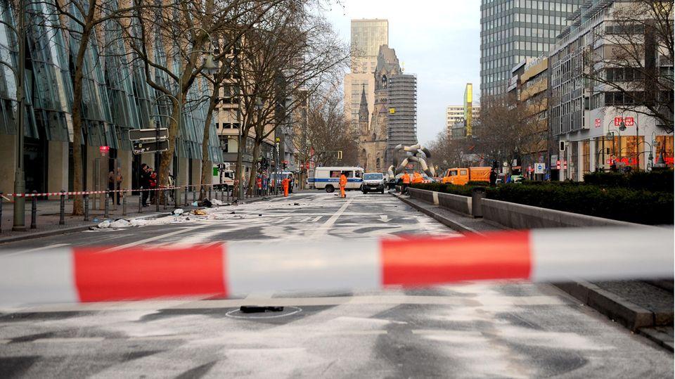 Februar 2016:Die gesperrte Tauentzienstraße nach einem illegalen Autorennen