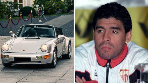 Links steht ein silbernes Porsche 011 Cabrio in einer Auffahrt, rechts sitzt der junge Maradona in rot-weißer Trainingsjacke