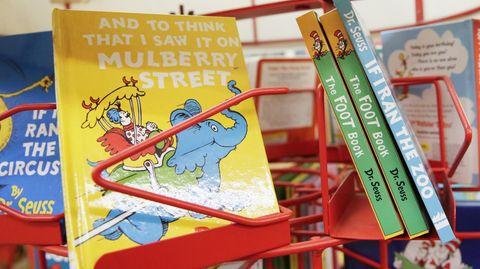 Mehrere Dr. Seuss-Bücher in einer amerikanischen Buchhandlung