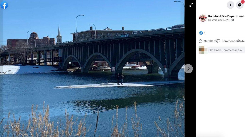Zwei Angler treiben auf einer Eisscholle unter einer Brücke in Illinois