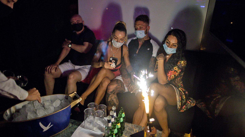 In einer Diskothek in Madrid (Symbolbild): Wenn feiern, dann aber mit Maske