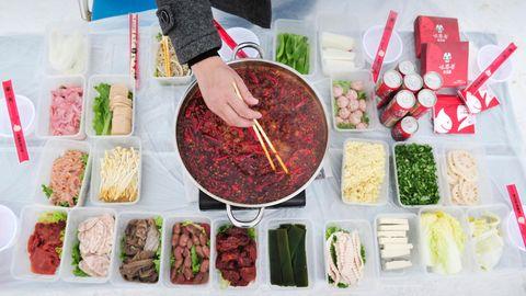 Chinesisches Restaurant: Nackte Muskel-Kellner servieren traditionelle Gerichte und sorgen für Diskussionen
