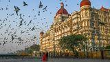 Mumbai, Indien. Die bekannteste Sehenswürdigkeit des Landes bekommt normalerweise viel Besuch: Jährlich zieht der Taj Mahal bis zu acht Millionen Touristen aus der ganzen Welt an. Die Konkurrenz um das schönste Foto ohne lästige Besucher ist dementsprechend groß. Dieses Paar nutzt die Corona-Zeit, um sich alleine vor dem prächtigen Bauwerk ablichten zu lassen.