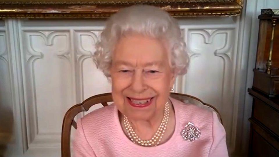 Queen Elizabeth Im Videocall: Sie sorgt für viele Lacher