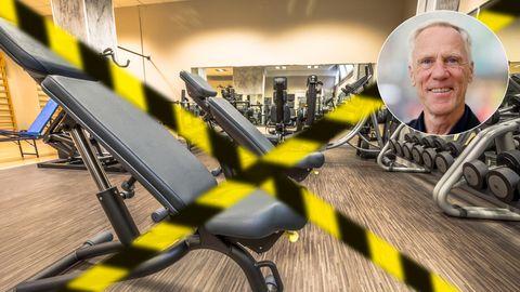Ein Flatterband sperrt den Trainigsbereich eines Fitnessstudios ab. Der Shutdown der Sportstätten hält an.