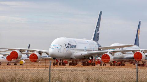 Ausrangiert und langfristig geparkt: Jets vom Typ Airbus A380 auf dem Flughafen von Teruel in Spanien.