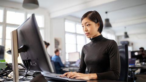 """Im beruf verdienen viele Frauen immer noch weniger als Männer, zeigte die neueBrigitte-Studie """"Mein Leben, mein Job und ich"""""""