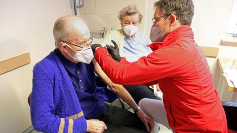 Neue Impfstrategie: Corona-Impfung beim Haus- und Facharzt: So wie in dieser Praxis an der Ostsee soll es ab Ende März laufen