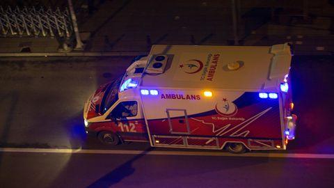 Anwohner riefen der Frau einen Krankenwagen (Symbolbild)