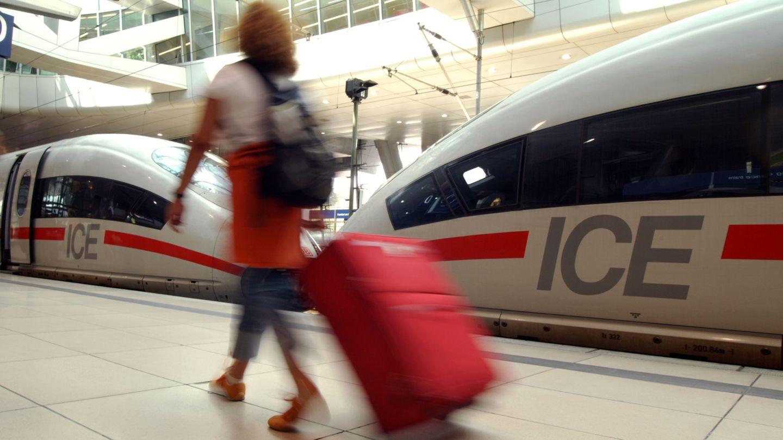 Deutsche Bahn und Lufthansa wollen Zusammenarbeit ausbauen: ICE am Fernbahnhof des Frankfurter Flughafens