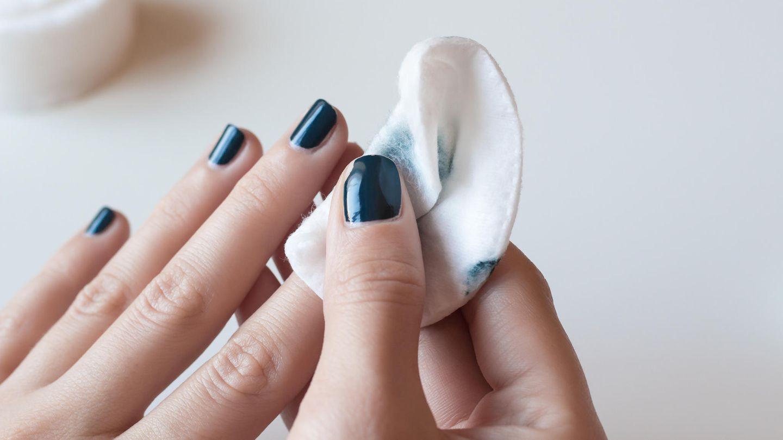 Nagellack lässt sich mit und ohne Aceton entfernen