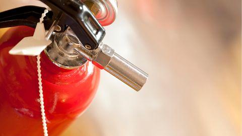 Ein Feuerlöscher als Symbolfoto für Nachrichten aus Deutschland.