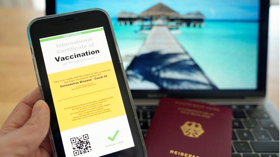 Im Sommer könnte es möglich werden, mit einem digitalen Impfpass zu reisen.