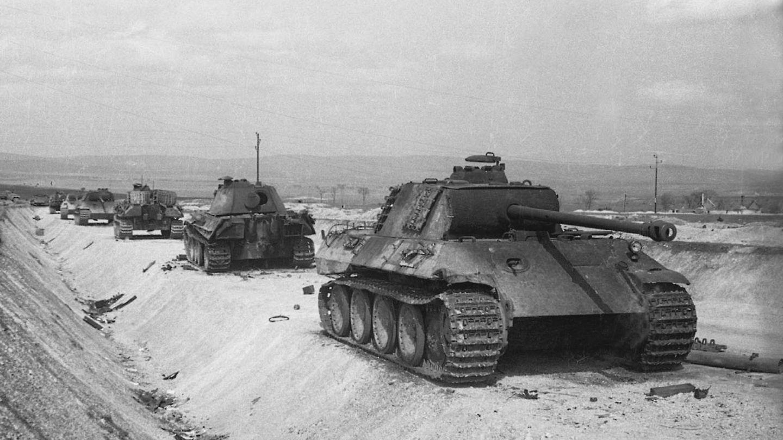 Panther Panzer wurden erstmals mit Nachtsichtgeräten ausgerüstet.