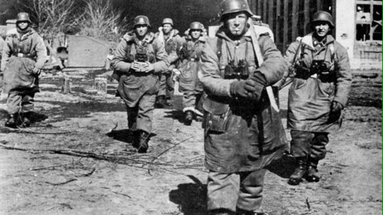 Deutsche Truppen auf dem Marsch.