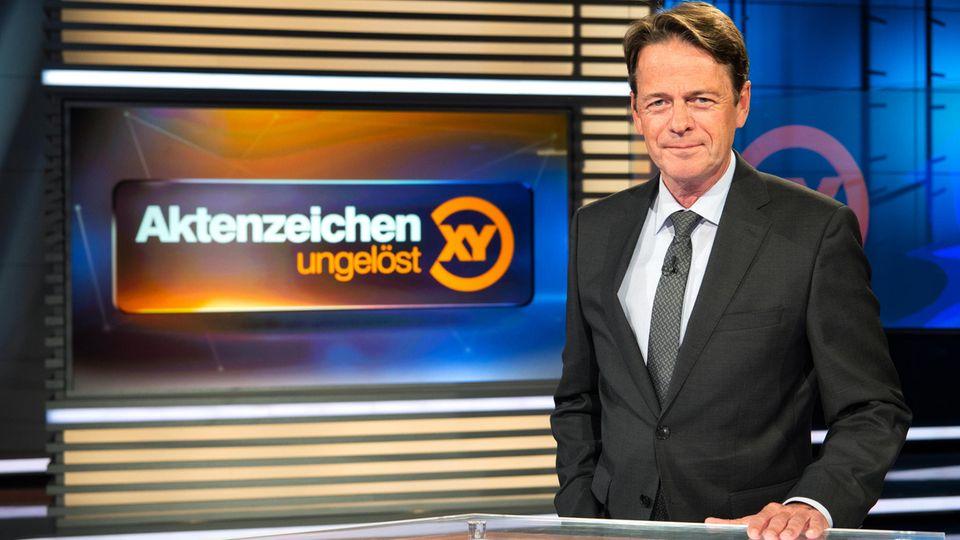 """Rudi Cerne im Studio von """"Aktenzeichen XY"""""""