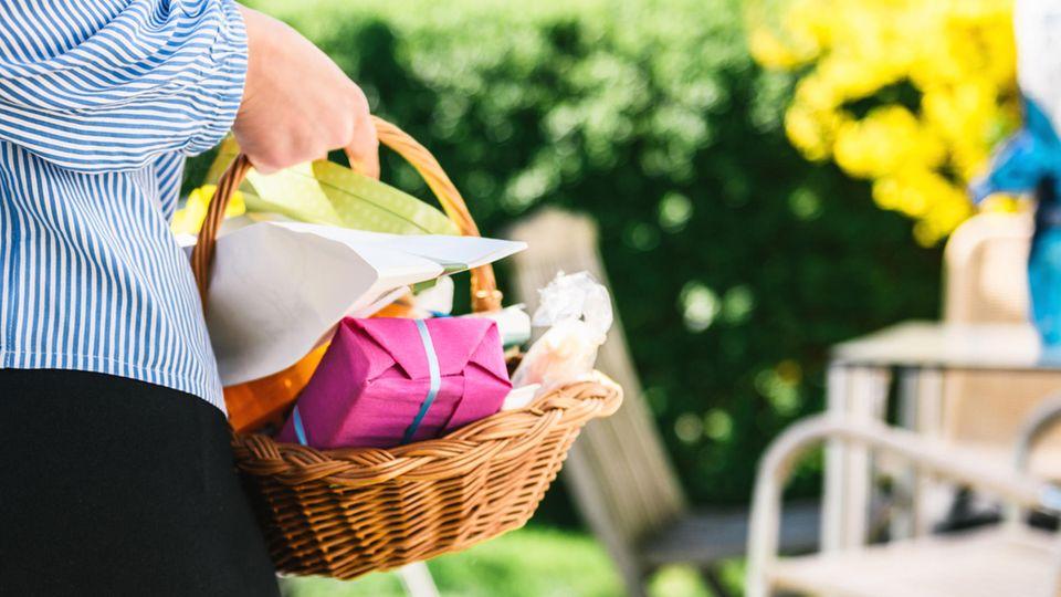 Ostergeschenke für die (Schwieger-)Eltern: Hier finden Sie Inspiration für elf Mitbringsel und Präsente