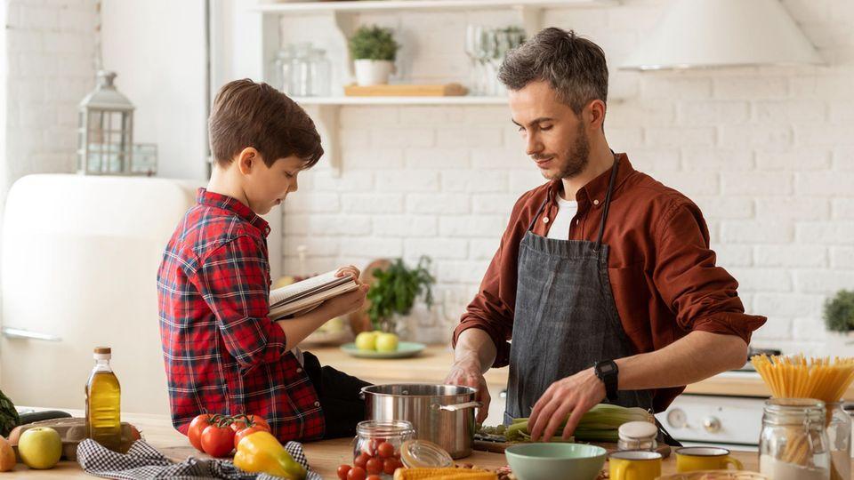 Mit Kindern zu kochen ist ein großer Spaß