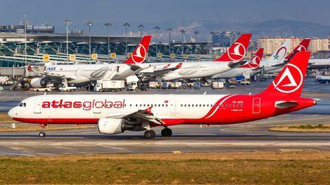 Bild 1 von 15der Fotostrecke zum Klicken:Atlas Global  Die türkische Airline, die auch Ziele in Deutschland anflog, gehörte zu den ersten Luftfahrtunternehmen, die im Corona-Jahr 2020 Konkurs anmelden mussten. Die von finanziellen Problemen gebeutelte Fluggesellschaft stellte Mitte Februar nach nicht einmal 20 Jahren ein.